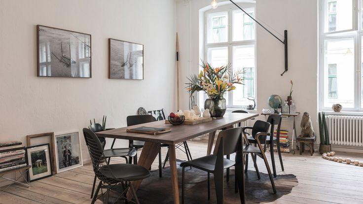 Stolen Standard og vegglampen Prouvé Potence er begge resultater av industriell produksjon på 30-tallet signert Jean Prouvé.