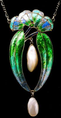 Frederick James Partridge (1877-1942) (Attributed) - Arts & Crafts Pendant. Silver, Fresh Water Pearls and Enamel. England. Circa 1905.  | JV