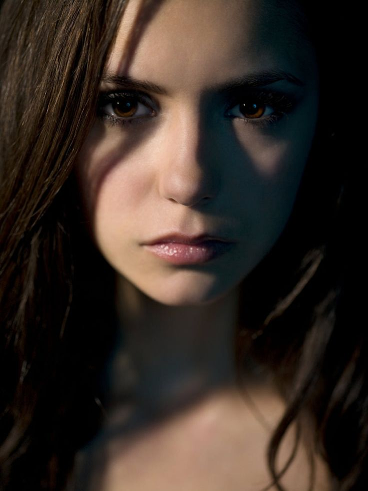 Нина Добрев — Фотосессия для «Дневники вампира» 2009 – 12