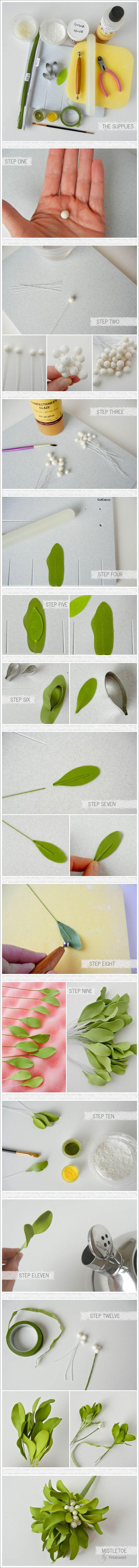 Sugar Mistletoe Tutorial by Petalsweet  |  TheCakeblog.com