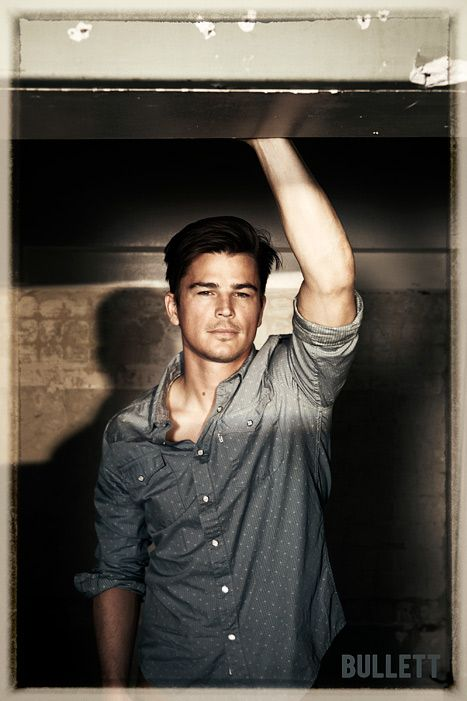 Josh Hartnett...need i say more....lawd have mercy ;-)