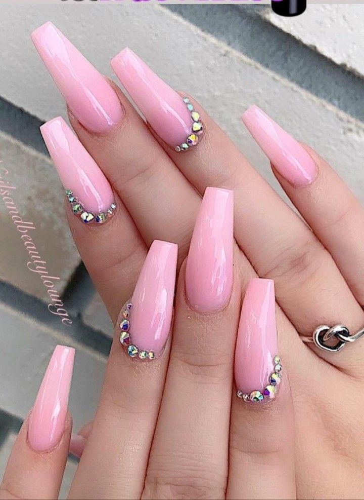 Pin By Queen Baddie On Nails Light Pink Acrylic Nails Pink Nail Designs Rhinestone Nails