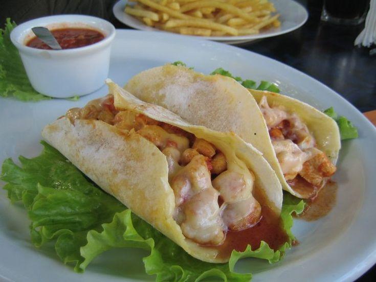 Sentiamo sempre parlare di tortillas, tacos, burritos senza magari distinguerli. E allora vi presentiamo cinque ricette tipiche della cucina messicana.
