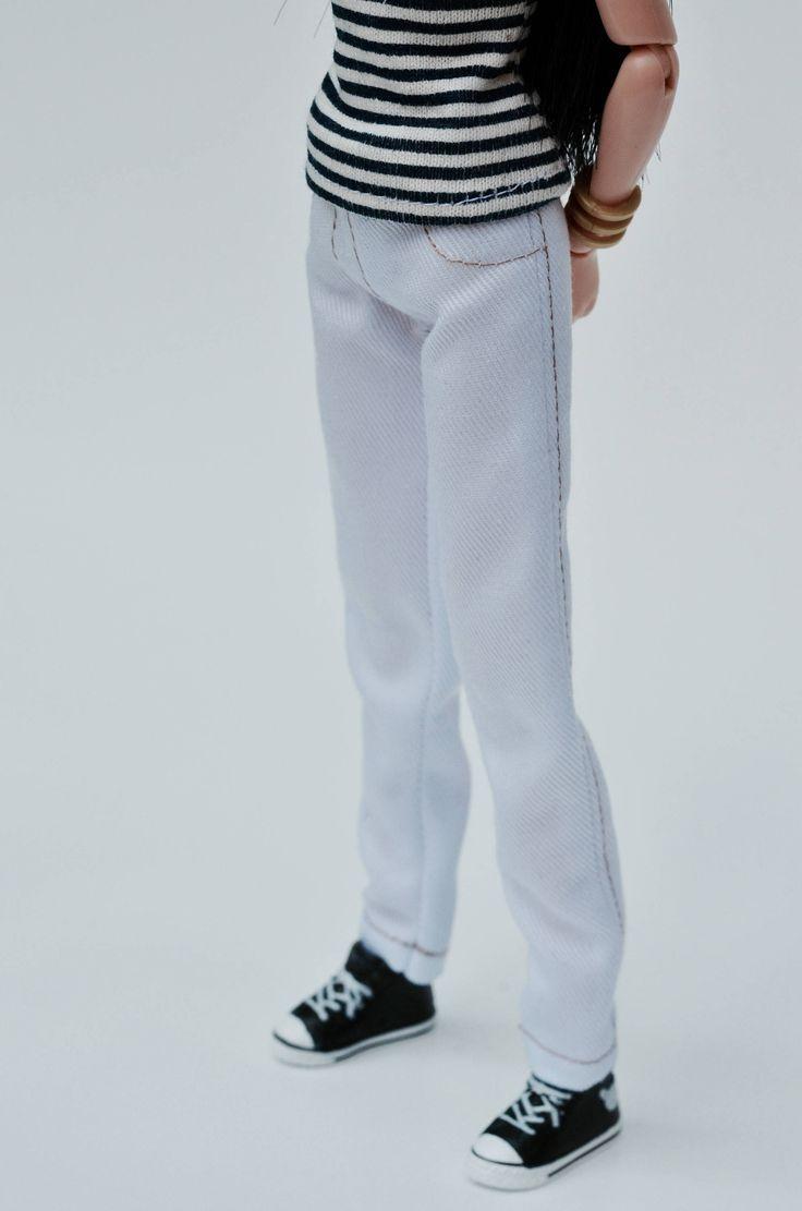 Le chouchou de ma boutique https://www.etsy.com/ca-fr/listing/492142089/vetements-pour-momoko-et-barbie-jeans
