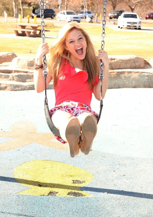 Olivia Holt! She looks so CUTE IN THIS PIC your awesome Olivia