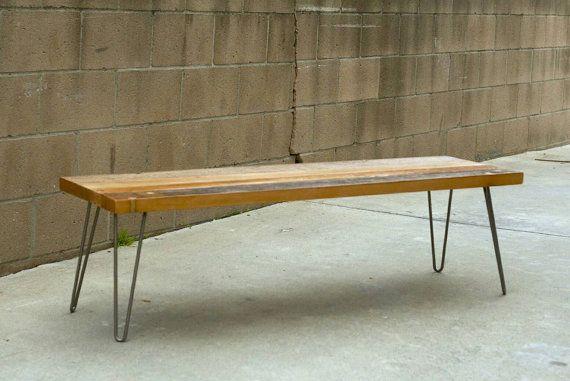 R & A Custom teruggewonnen hout Bench door RJ Smith. Gemaakt van geregenereerde fir dakconstructie en gekleurd met een lichte gouden afwerking en stond op geborsteld nikkel haarspeld benen. Standaard maat is 48 x 11 x 18. Contacteer ons uit Etsy voor volledige aanpasbaarheid. racustomcarpentry@Gmail.com