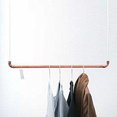 Design Kleiderstange von rod & knot - THE COPPERROPE aus Kupfer-Rohr und Baumwollseil (weiß) - 70 cm