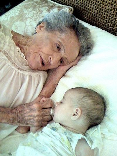 Eve and Arrow Marie. 102 years and 120 days between them. - Pixdaus