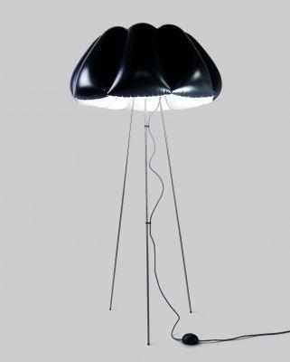 ORCA Lampa Stojąca - Czarna Duża - Lampa podłogowa. Nadmuchiwany, elastyczny klosz z białego i czarnego PCV. Konstrukcja ze stali nierdzewnej polerowanej i szczotkowanej. Źródło światła - świetlówka kompaktowa fluorescencyjna.