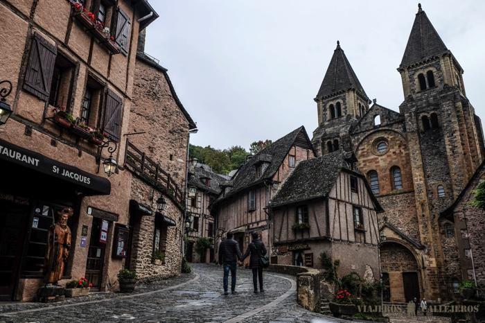 Hoy es el último día de nuestra ruta en coche por Midi-Pyrénées y visitaremos Conques, el pueblo más bonito de Francia y Belcastel antes de volver a casa.