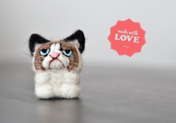 Haustier gesucht? Die mürrische Katze (wie Grumpy Cat) ist zwar nie nett, aber sie schmückt Deine Hausschlüssel, die Handtasche, oder den Rucksack ...