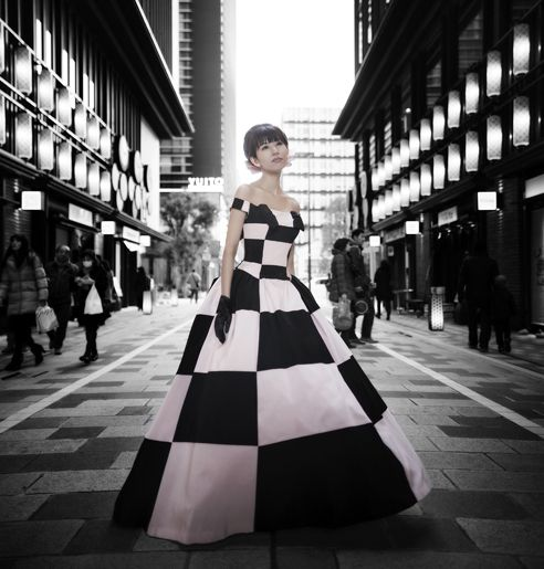 エマリーエのバービー人形のようなピンク×黒のカラードレス