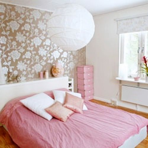 Bedroom Appear More Spacious, weekend the perfect time to upgrade your bedroom. Starts with getting rid of items that are not useful and flatten a little room, to create a broader effect. Here are tips to make the room look wider.
