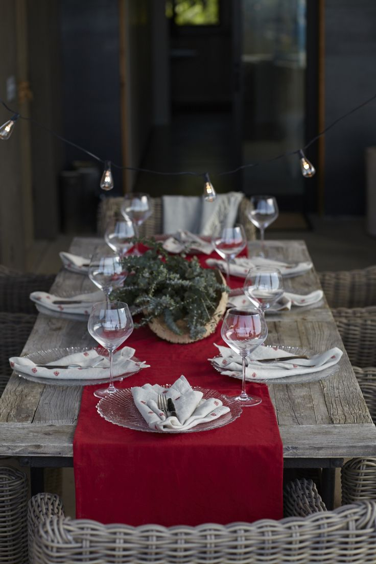 Deck the halls for the holidays! From soul-warming recipes to festive decor ideas, we've got you covered. Sponsored by @ebay. >> http://www.hgtv.com/design/packages/deck-the-halls?soc=pinteresthttp://www.hgtv.com/design/packages/deck-the-halls?soc=pinterest
