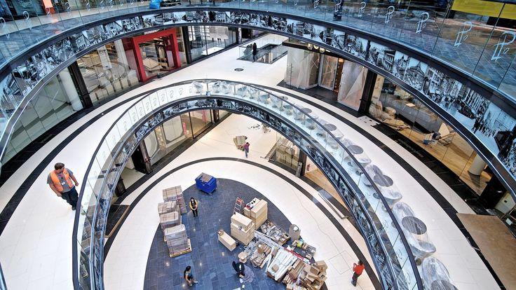 """Auf 76000 Quadratmetern Fläche öffnen in der """"Mall of Berlin"""" 270 Läden. Darunter Hollister, Joop, Armani."""