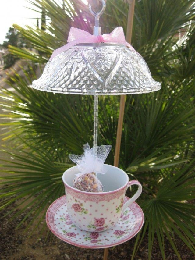 déco-jardin-objets-récup-mangeoire-oiseaux-tasse-thé-porcelaine