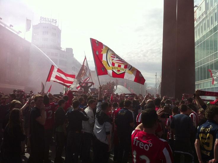 Op naar het PSV-stadion.