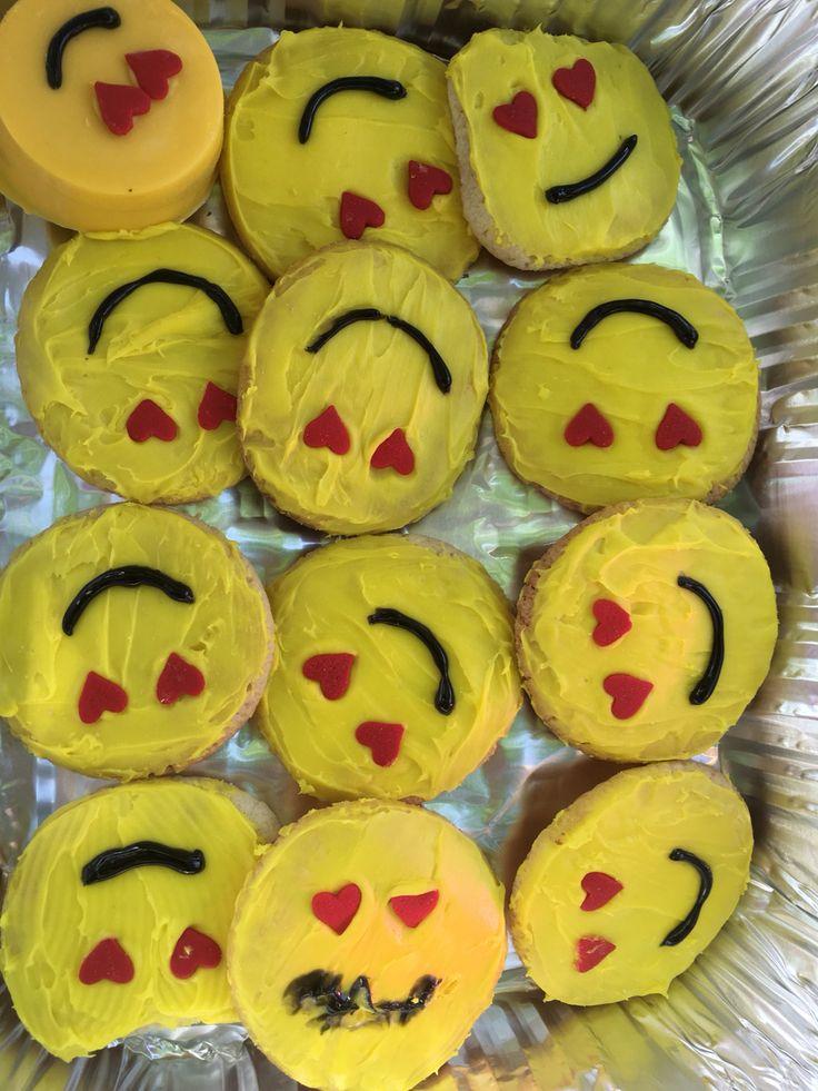 Emoji birthday Sugar cookie, Emoji birthday, Desserts