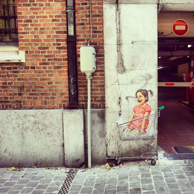 Street art by Ernest Zacharevic http://restreet.altervista.org/ernest-zacharevic-street-artist-che-unisce-reale-e-irreale/