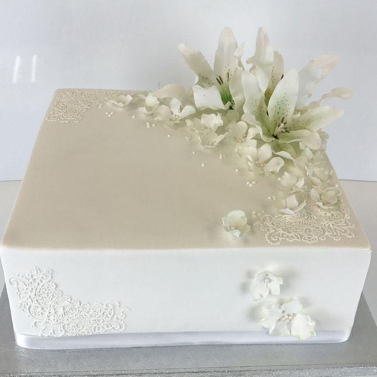 White wedding cake with sugar flowers. Square shape and cake lace. Thank You Villa Kataya! Congratulations to wedding couple ❤️ #square #shape #cake #weddingcake #sugarflowers #lily #cakelace #white #kakkuhelmi #bakery #neliönmutoinen #hääkakku #sokerikukka #langoitetutkukat #lilja #hortensia #sokeripitsi #villakataya http://misstagram.com/ipost/1550786303505798480/?code=BWFf-03ARVQ