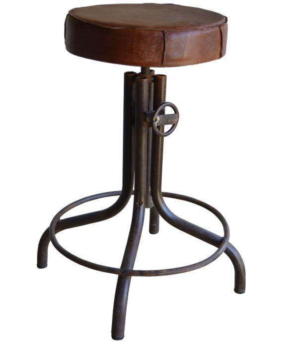 <p>Vintage industriele kruk met zitting van leer. In uw woonkamer, aan de eettafel, op uw slaapkamer.. U kunt…