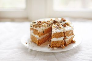What's not to love about a yummy raw carrot cake that is easy to make and made from real, whole ingredients that will leave you feeling good not guilty?
