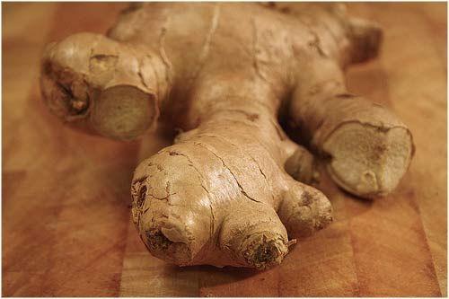 TE DE JENGIBRE! puede ayudar a reducir la producción de químicos causantes de los dolores en el cuerpo y si ha este le mezclamos manzanilla y flor de tilo, produciremos una infusión potente para las jaquecas producidas por la tensión.