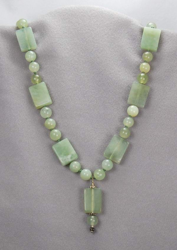 Image from http://www.gemstonebeadjewelry.com/hand-knotted-green-jade-necklace.jpg.
