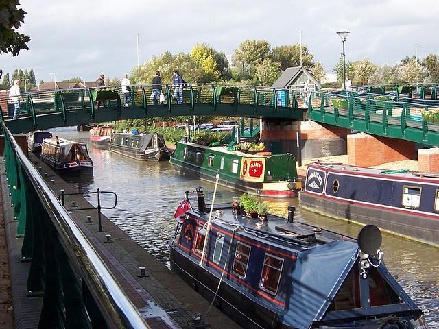 Narrowboats moored at Banbury