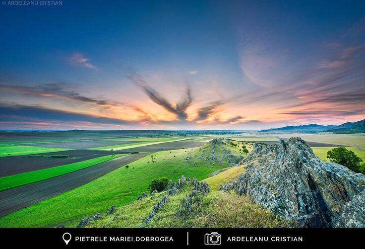 [RO] La Pietrele Doamnei, ne bucurăm de o pririve de ansamblu a inimii Dobrogei.  [EN] We rejoice a view of the heart of Dobrogea, from Pietrele Doamnei.