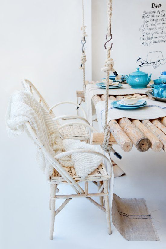 Acho lindas as mesas suspensas, mas será q são estáveis suficiente para fazermos uma refeição? - 25 Amazing DIY Hanging Table Ideas