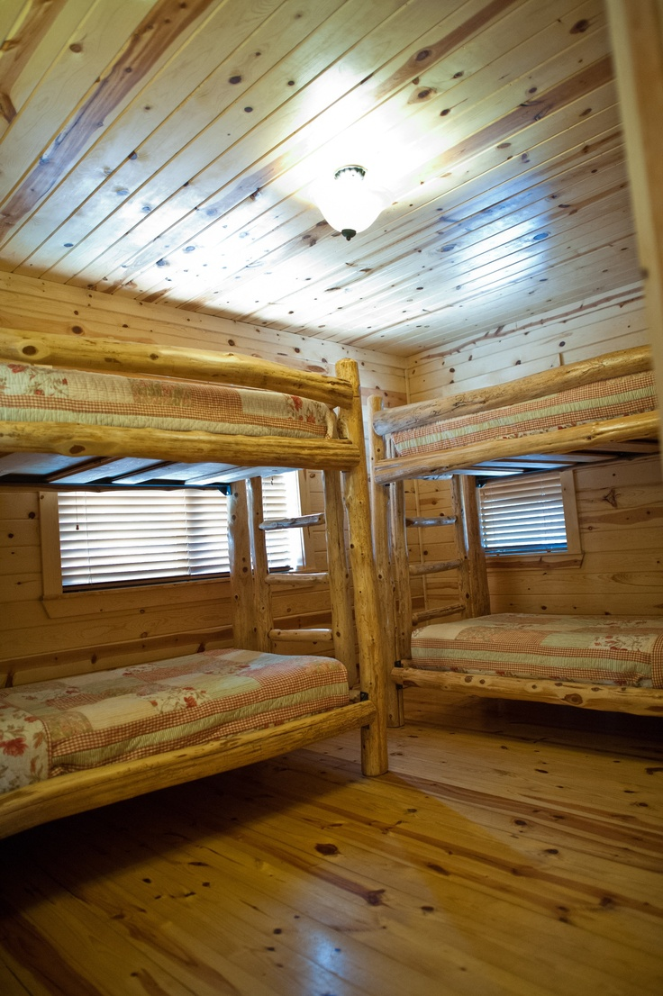 the bunk beds inside the wildwood cabin at beavers bend