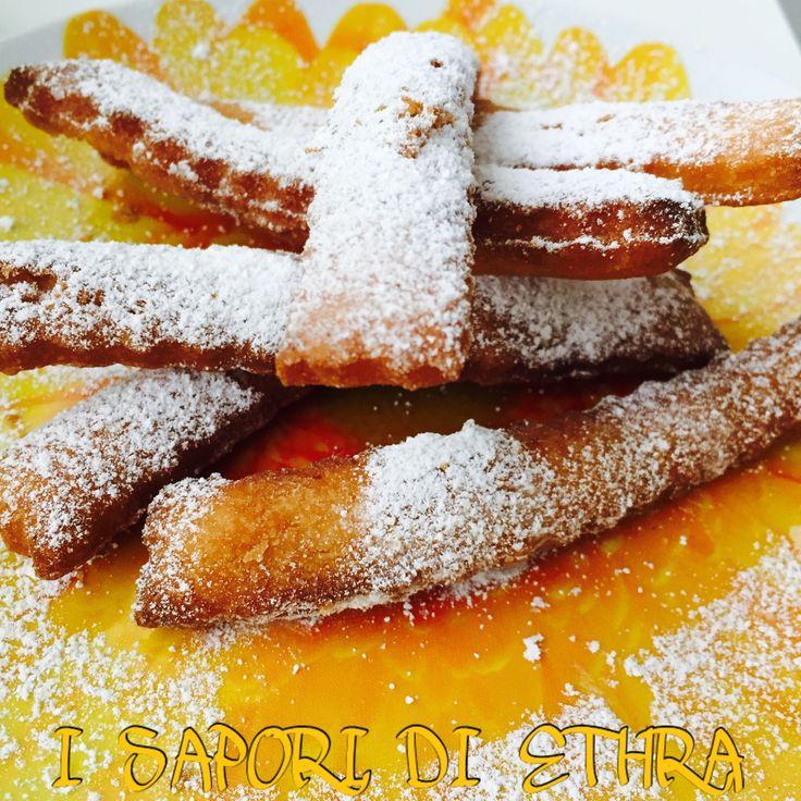 Bastoncini di pasta frolla e zucchero a velo è una ricetta nata dal desiderio di consumare della pasta frolla usata precedentemente per fare una crostata..