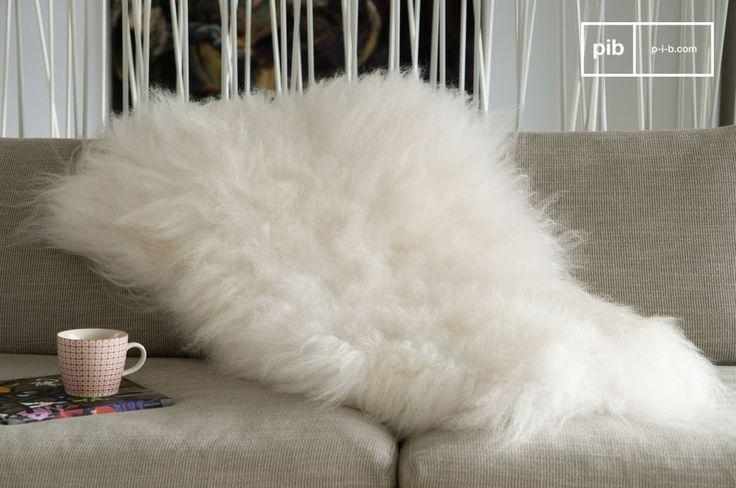 Coprite una sedia o l\'angolo del vostro divano con questa pelliccia per dare un\'immediata impressione di comodità e creare un accogliente angolo per rilassarsi nelle vostre stanze