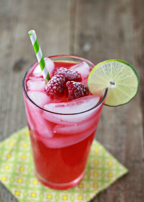 Iced Raspberry Green Tea Limeade | From @kitchentreaty