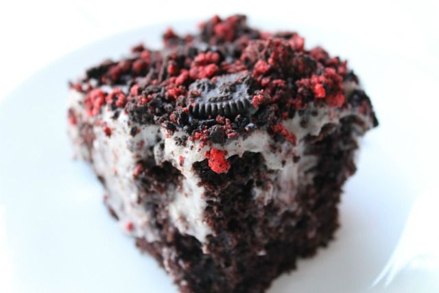 Oreo Pudding Poke Cake....would work for Christmas too.: Desserts, Cakes Mixed, Pudding Cake, Puddings Poke, Recipes, Oreo Poke Cakes, Poke Puddings, Oreo Puddings Cakes, Oreo Cakes