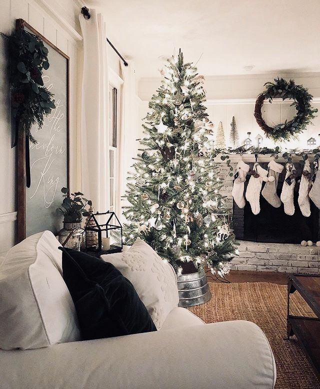 Christmas View Decoration 2020 Lovely Christmas view #christmasdecor #farmhousestyle | Christmas