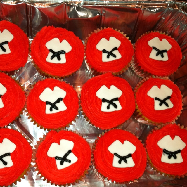 Karate cupcakes...will someone please make these for me??
