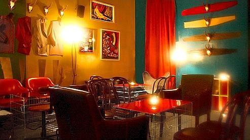 Le Wildrick : 7/10   Le lieu. Murs pétaradants de couleurs, rideaux improbables (zébrés, à carreaux…), le décor pour le moins incongru fonctionn…