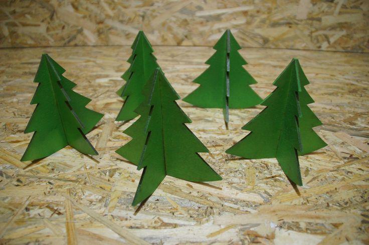 Christmas tree x 5, green tree, DIY, workshop, christmas time
