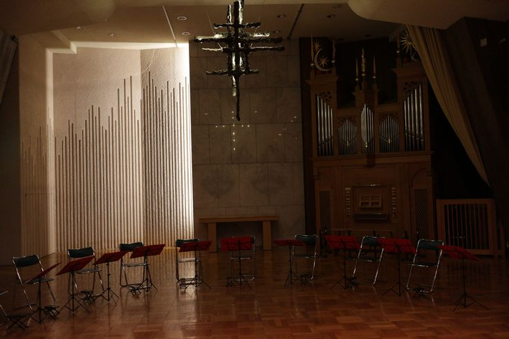 https://flic.kr/p/MFibNr   music stands and collapsible chairs   arranged before a performance of an ensemble of mandolins and guitars.
