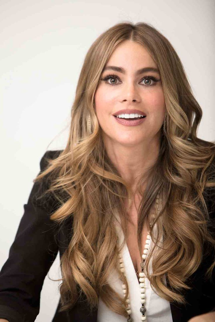 Sofia Vergara Goes Blonde Shows Off Natural Hair Color