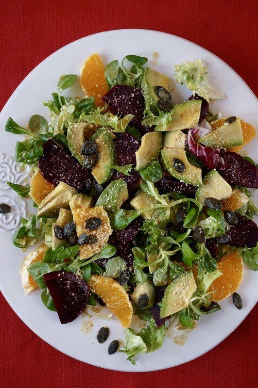 Sałatka z kozieradką, burakami, pomarańczą i awokado http://fantazjesmaku.weebly.com/blog-kulinarny/salatka-z-kozieradka-burakami-pomarancza-i-awokado