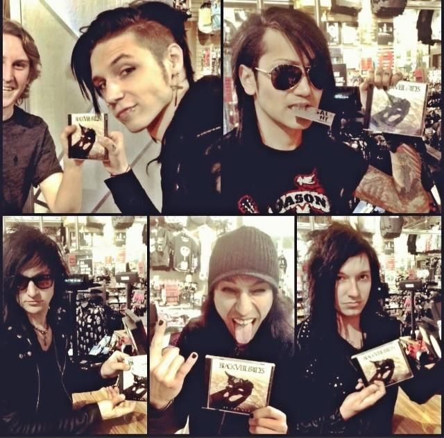 Tp be honest....jinxx looks about 100% done with everything...and Jake looks like he didn't get sleep... XP these guys though XP