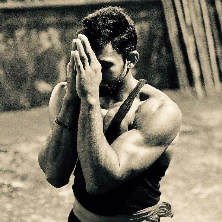 Kalaripayattu കളരപപയററ is a south indian martial art with