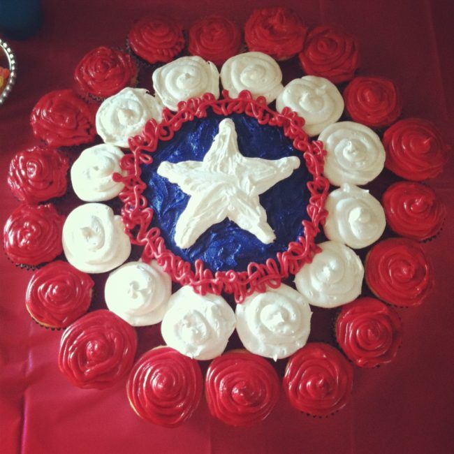 Captain America Cupcake Cake. Best Birthday Pull Apart Cupcake Cakes. Simple creative cake inspiration for a birthday party celebration.