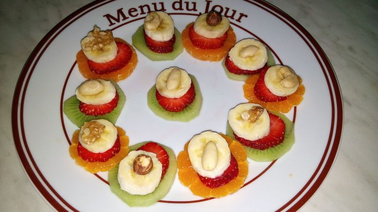 Dieta Rina-Ziua 45-Vitamine – Andreea's Blog – My New Blog – Vitamineee,yupiii….in sfarsit relax,plimbare si fara durere de stomac ,a trecut …am fost toata ziua in plimbare si am mancat mai mult pe fuga dar sunt ok,nu mi-e foame Mic dejun: 1 banana si mix de nuci crude Pranz : Mix de nuci si alune crude Cina: Kiwi, clementina, banana, capsuni, mix... #dietarina #meniurinavitamine #rina