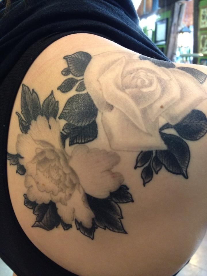 Flower tattoo on shoulder blade. I want something like this but with color :)