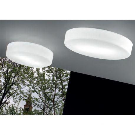 Adéntrate en su luz cálida que gracias al acabado del vidrio crea un ambiente suave y fresco. Diseñada y fabricada por Vistosi.