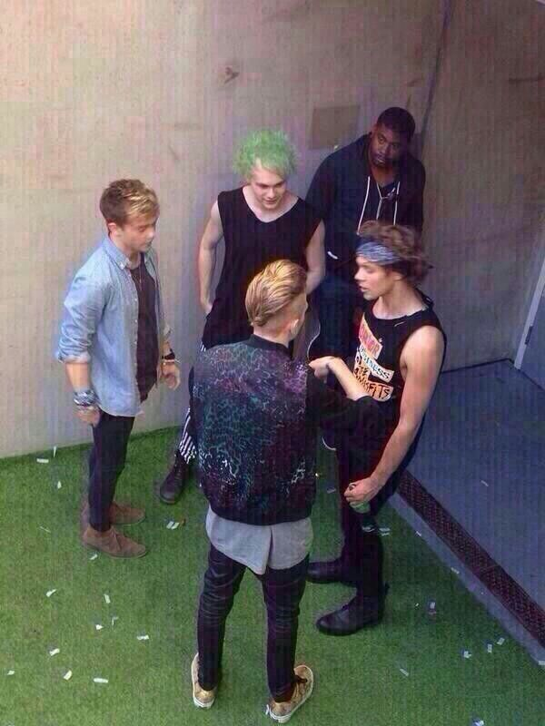 """Imagine: """"Ash, mate, I swear I wasn't trying anything-"""" """"Just stay the hell away from my girlfriend!"""" (c) @5SOS_Imagining"""